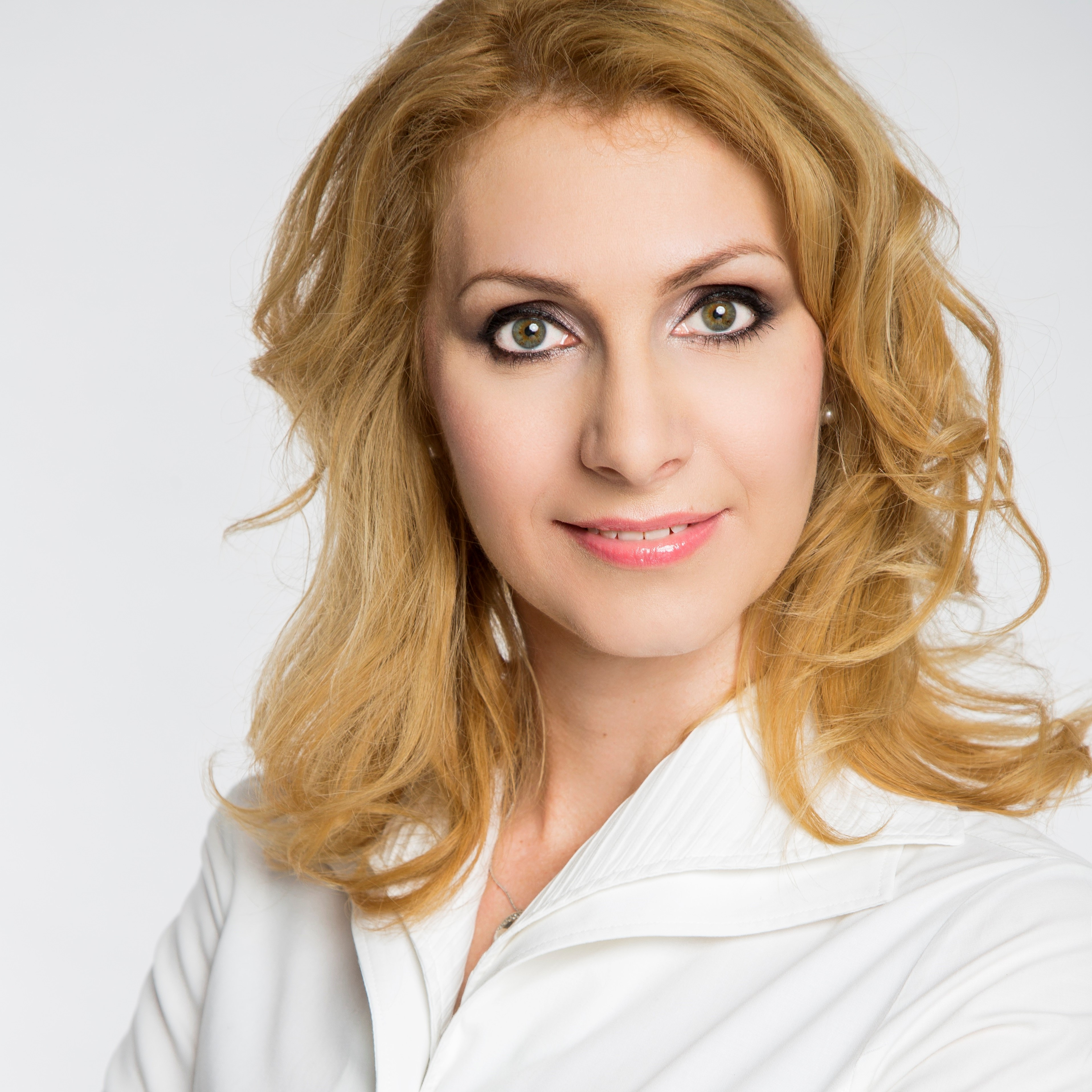 Dr. Lányi Beatrix